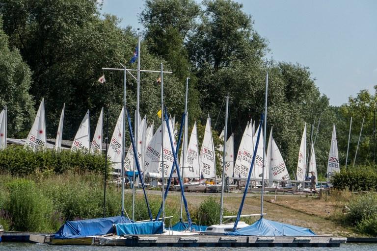 40 Boote vor dem Start