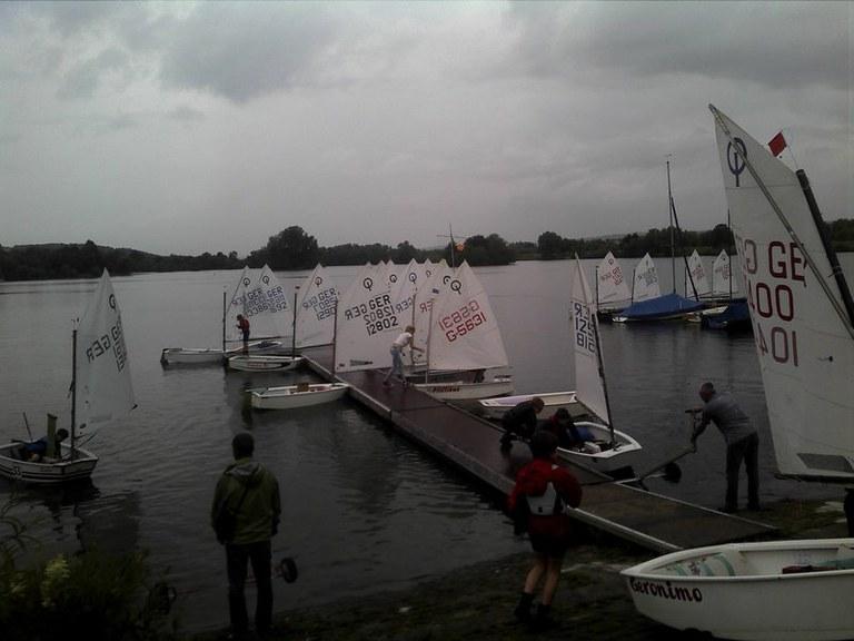 Die Boote kommen ins Wasser